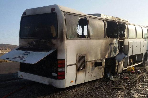 حادثه آتش سوزی اتوبوس حامل ۴۰ دانشجو در قم+ تصاویر